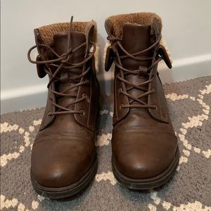 Boots with cuff